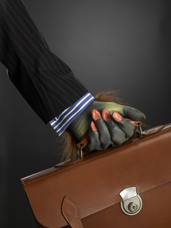 Hand_with_briefcase